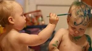 Niños Jugando con Pinturas - inteligencia emocional para niños