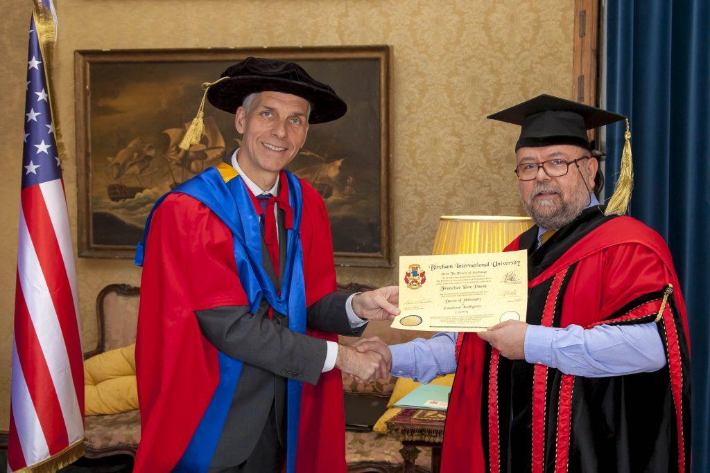 Entrega del Doctorado en Psicología por BIU - sobre mi