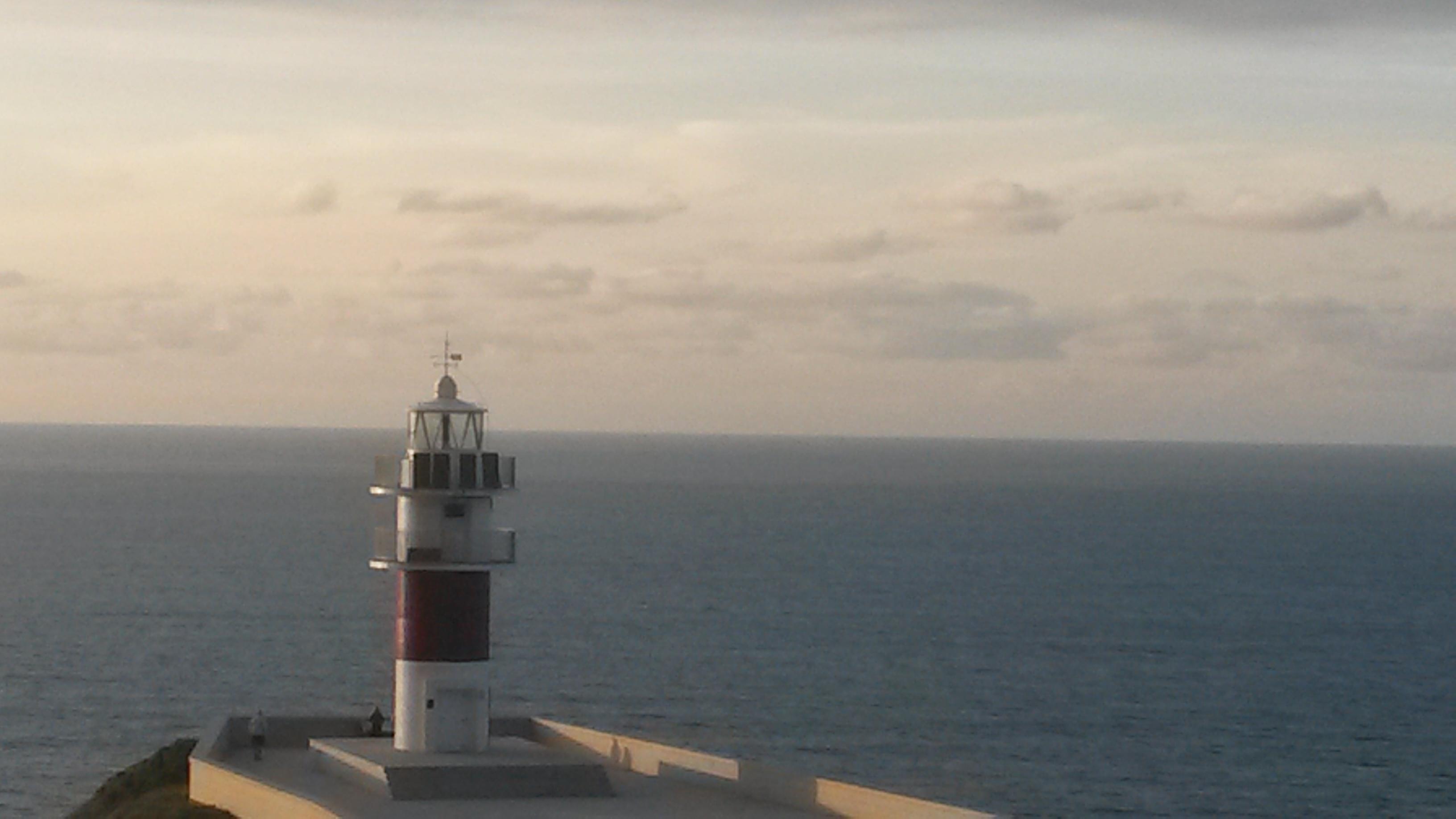 Faro mirando al mar - coaching humanista