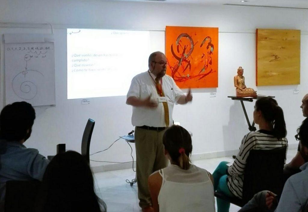 Paco-Yuste-impartiendo-taller-inteligencia-emocional